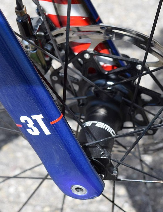A look at the fork thru-axles, also note the decals denoting CeramicSpeed wheel bearings