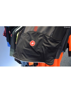 The new pocket design on the Castelli Aero Race 6.0 jersey allows them to positioned lower, improving aerodynamics