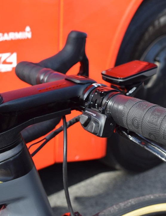 Double-wrapped handlebars for Van Avermaet reduced vibrations, while a climbing switch on the handlebar tops allowed for additional shifting options