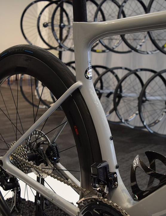 The seat tube hugs the rear wheel for improved aerodynamics and is specifically designed for use with 28mm tyres