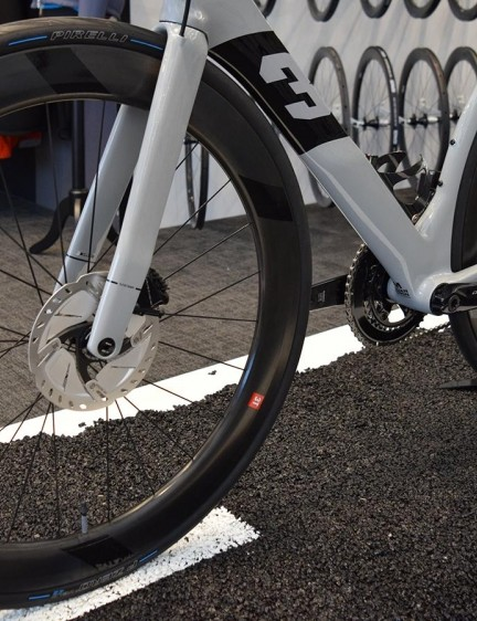 The 3T Strada Due is paired with 3T Discus C60 wheels