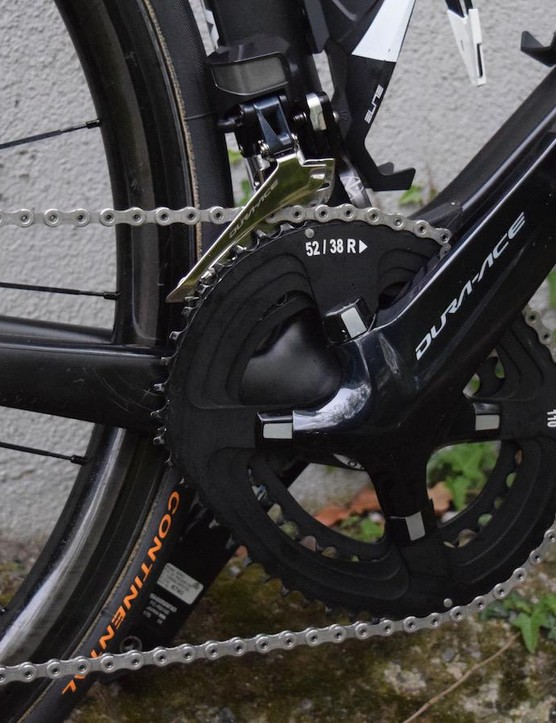 The custom chainrings Froome uses are unbranded. Froome regularly swaps the chainring sizes dependent on race parcours