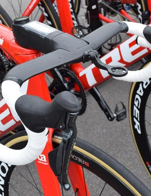 Aero carbon handlebars tend to share several common design features across brands