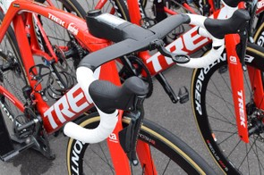 Shimano Dura-Ace R9150 levers provide control for braking and shifting