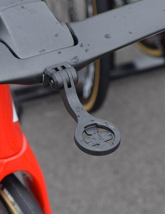 While some of the new cockpits have completely disregarded computer mount compatability, some brands have made proprietary mounts