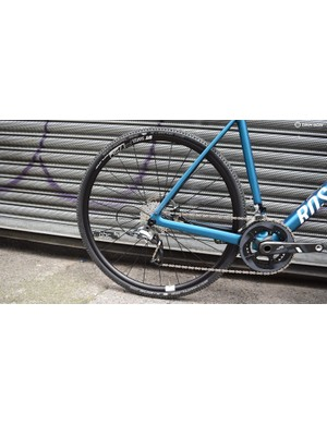 The Rose Backroad Cross Force is equipped with a DT-Swiss P1750 disc wheelset