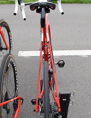 Wide, truncated seatstays allows air to flow through the bike frame