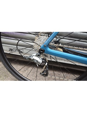 Neat internal cable routing for the SRAM Force 22 mechanical rear derailleur