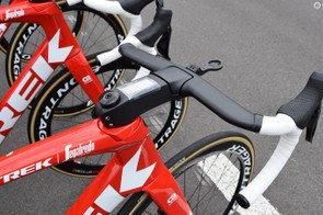 The head tube loses the cuckoo clock-styled doors, which hid the front rim brake caliper on the previous iteration of the Trek Madone