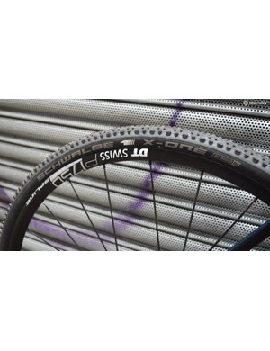 The bike has a 33mm Schwalbe X-One All-Round tyre to the rear