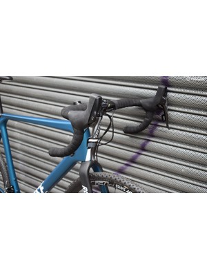 SRAM Force HydroR levers work well with the understated design of the bike
