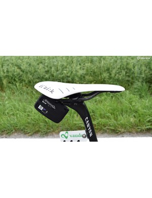 Quintana opts for an all-white Fizik Arione saddle