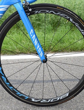 Running a 50mm rear wheel, Quintana opts for a shallower 35mm front wheel while racing at Tour de Suisse