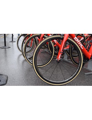 For stage 1 BMC Racing and Team Sky had the whole team equipped with Shimano Dura-Ace 9100 series wheels. The first time we have seen a full team on the latest wheels from Shimano