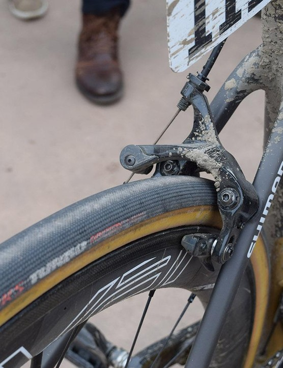 The direct mount Shimano Dura-Ace R9100 rim brakes offer ample room for the 28mm S-Works 'Hell of the North' tubulars