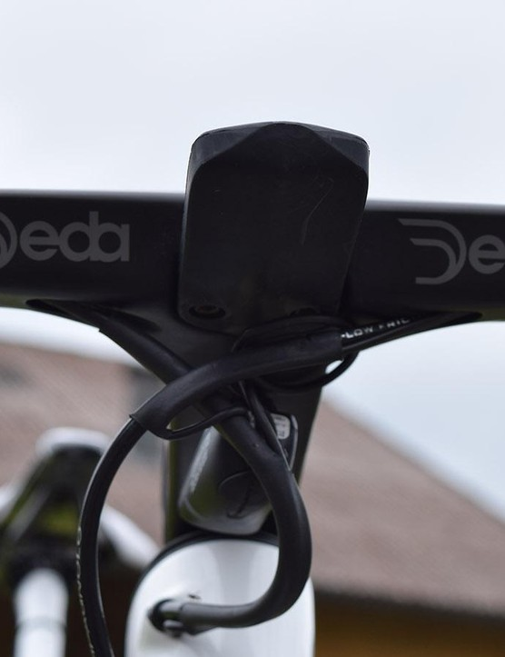 The computer mount on the new aero cockpit from Deda appears to be removable via two bolts