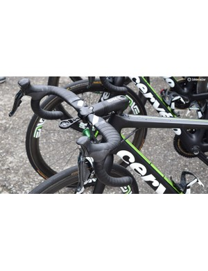 A few Dimension Data riders have been using the new ENVE SES Aero road stem