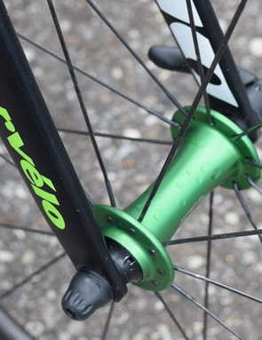 Dimension Data also has colour coordinated Chris King R45 hubs in its Emerald Green colourway