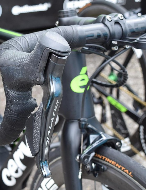 Shimano Dura-Ace R9150 levers provide the stopping and shifting controls for Vermote