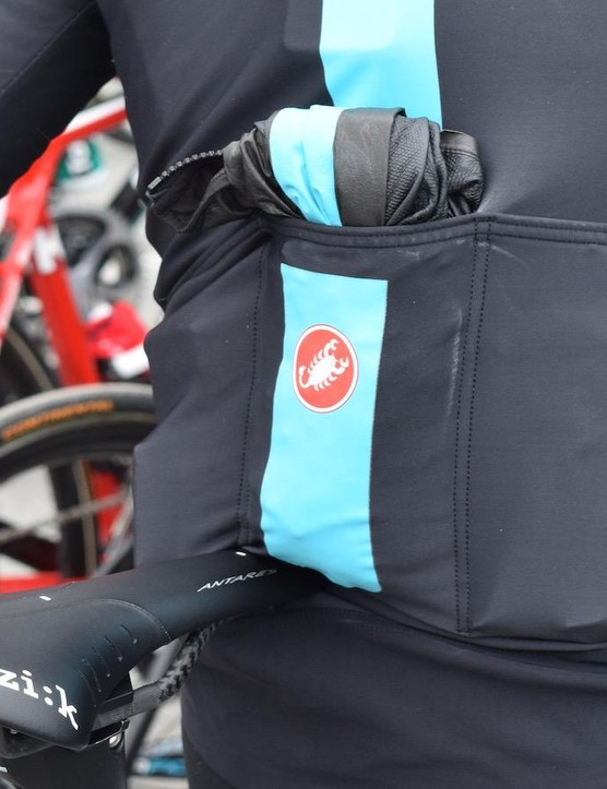 Chris Froome demonstrates the packability of the jacket