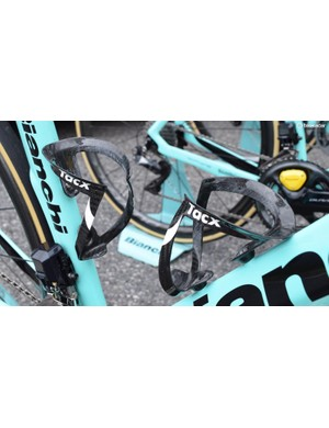 Lotto-JumboNL uses the lightweight Tacx Uma Carbon bottle cages