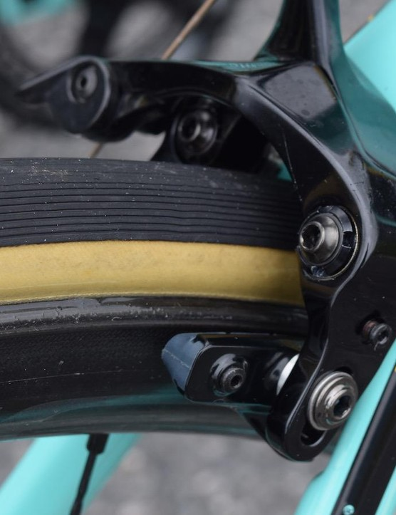 The Oltre XR4 has direct-mount brakes
