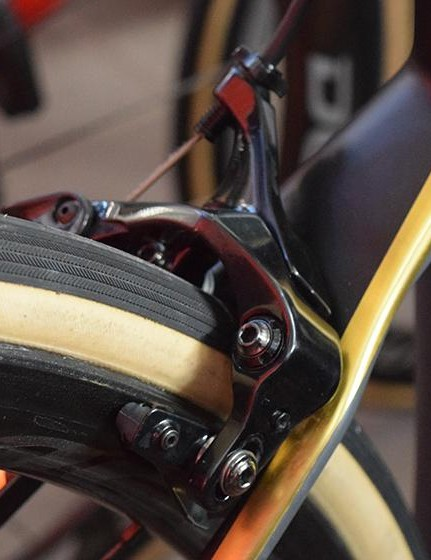 The BMC Teammachine SLR01 has direct mount brakes front and rear