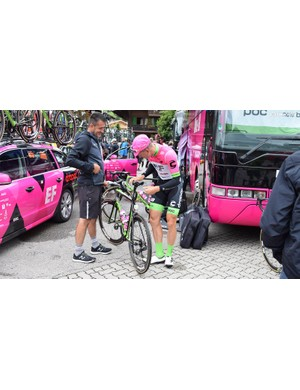 Sep Vanmarcke made some tiny adjustments to his bike ahead of Stage 5 of the race