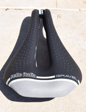 A reflective section at the rear of the saddle improves visibility