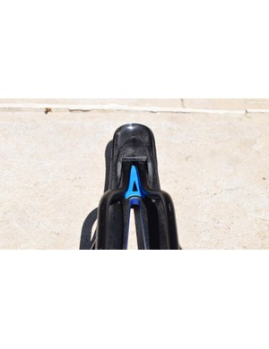 A small shock absorber at the nose of the saddle helps reduce vibration and is taken from Formula 1 technology