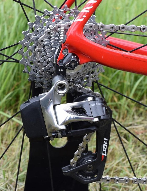 A hollow pin SRAM Red chain contributes to reducing the bikes overall weight