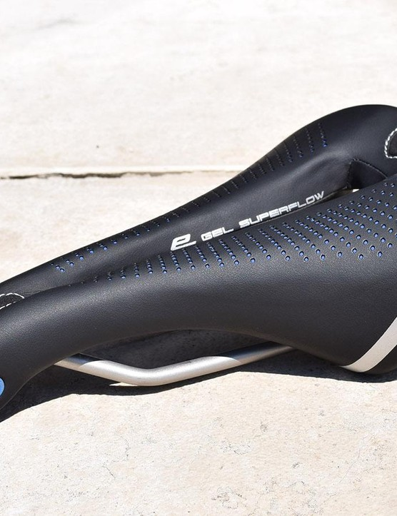 Flashes of blue throughout the Max Flite design define Selle Italia's e-bike range