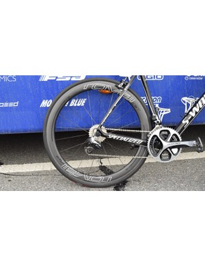 The bike is paired with a Roval CLX 50 carbon wheelset