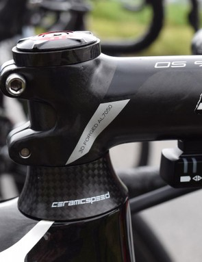 The Ceramic Speed headset is complemented with a matching spacer under the stem