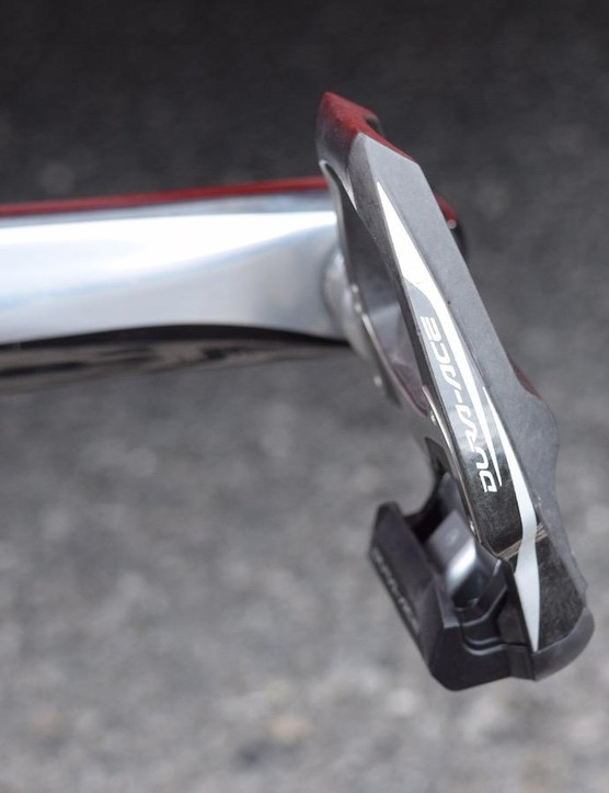 Despite the latest groupset, the team is still running 9000 series Dura-Ace pedals