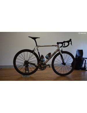 Romain Bardet's custom-painted Factor O2