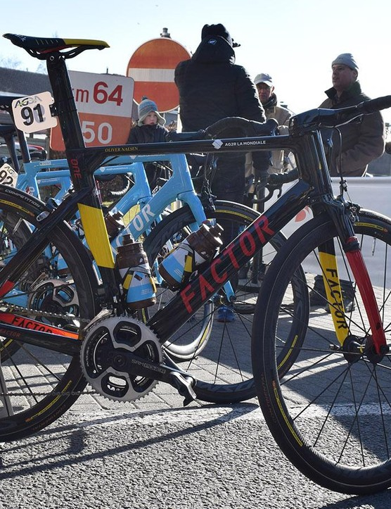Oliver Naesen's Factor ONE in custom Belgian national champion colours