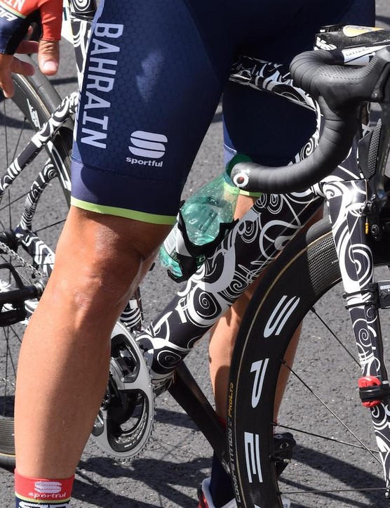 Black and white concealment wrap was also seen earlier in the season on the new Cervelo R5 at the Dubai Tour