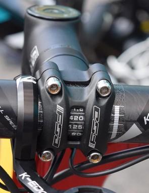 420mm wide FSA K-Force Light carbon bars for Aru