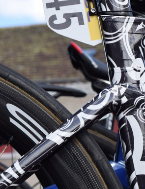 Low positioned seat stays add more stiffness to the rear triangle, whilst adding comfort