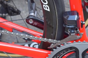 Low profile carbon wheels reduce rotation weight when climbing