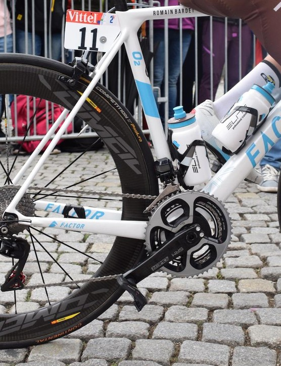Bardet has been riding the new Mavic Comete Pro Carbon SL wheels on the flat stages and switching to Mavic Cosmic Pro Carbon for the mountain stages
