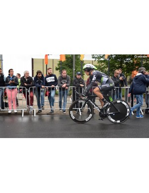 Serge Pauwels runs his Cervelo P5 with a HED Jet rear wheel and an ENVE 7.8 front
