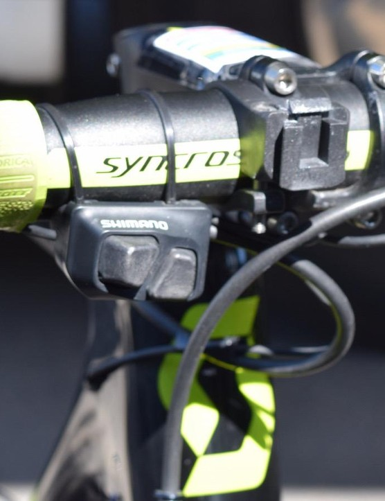 Yates opts for a front facing climbing switch for index finger shifting while on the tops