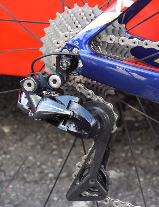 Neat cable routing to the Shimano Dura-Ace R9150 rear derailleur