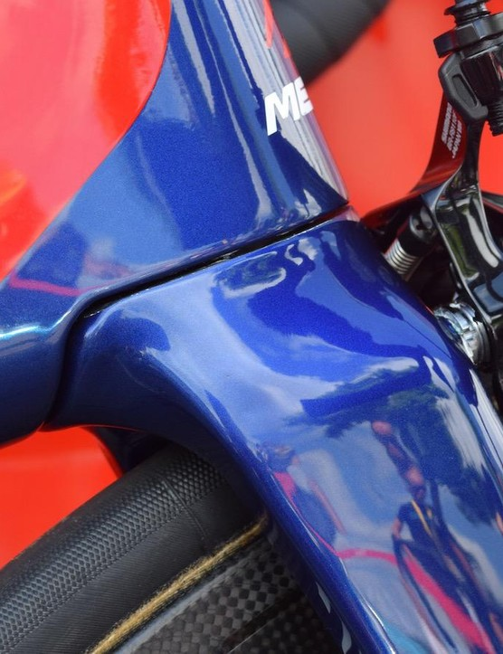 A narrower head tube on the Reacto also results in the lower headset bearing being positioned lower down
