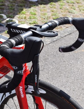 The Canyon Aeroad was equipped with SRAM Red eTap HRD, the disc brake version of the wireless groupset