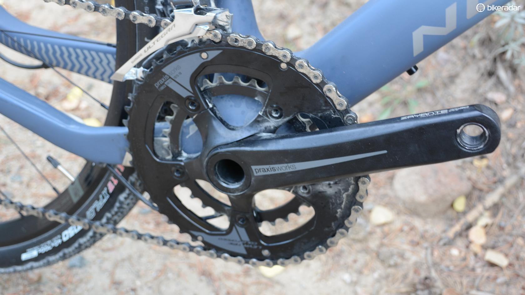 The Praxis Zayante crank pulls 48/32t chainrings, which provides a welcome gear range for gravel exploring