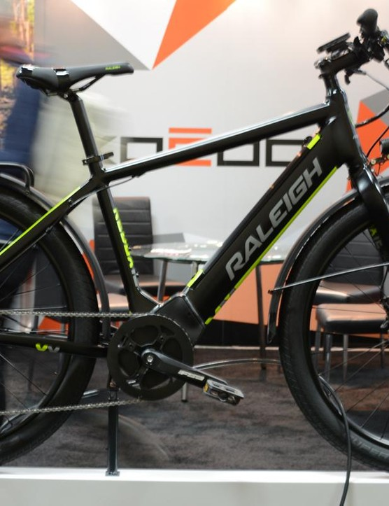 Raleigh's urban e-bike is smartly spec'd with fenders, rack, front and rear lights and a kickstand