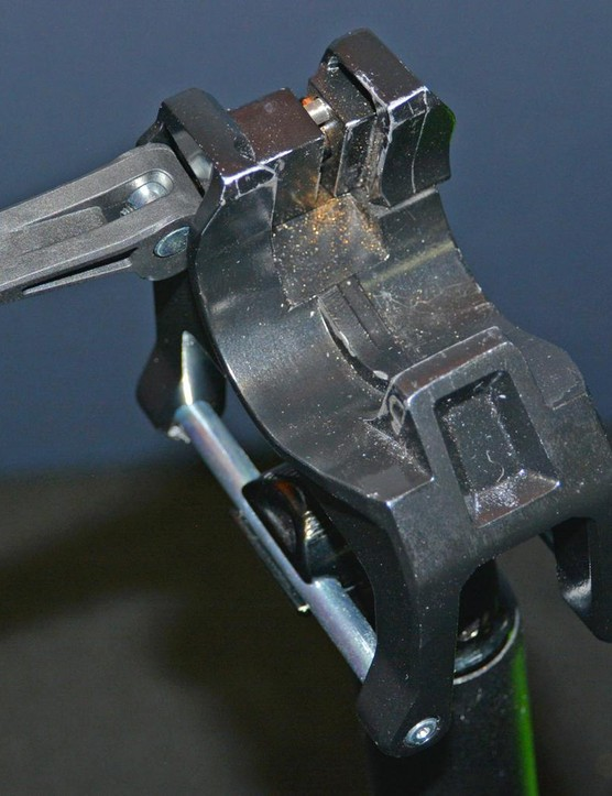 A quick release lever is present for quick and simple clamping of the Seatylock